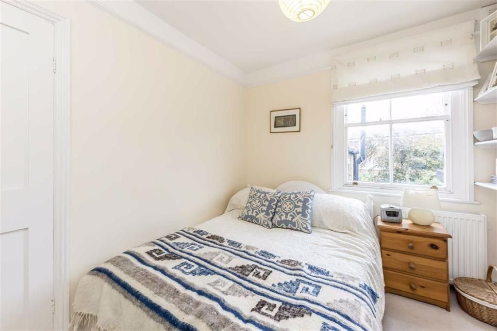 3 Bedroom Detached for sale in Lambeth, Walcot Square
