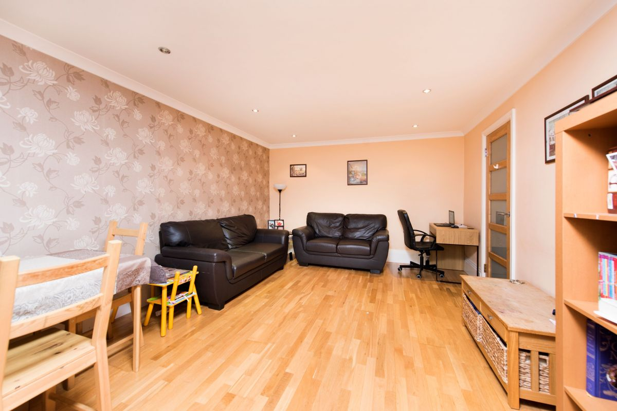 2 Bedroom Flat to rent in Finchley Central, Nether Street