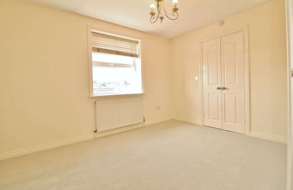 2 Bedroom Flat for sale in Basildon, Timberlog Place Clay Hill Road