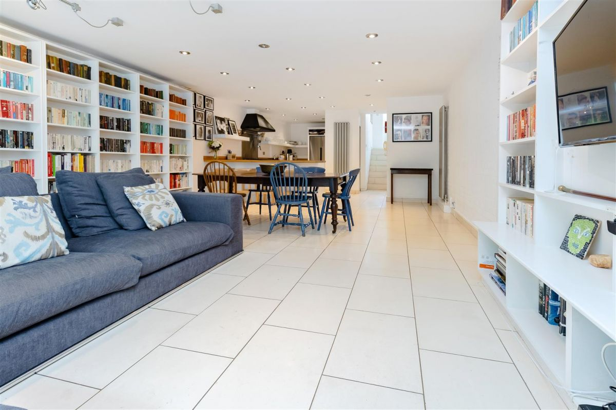 5 Bedroom House for sale in Highgate, Millfield Lane