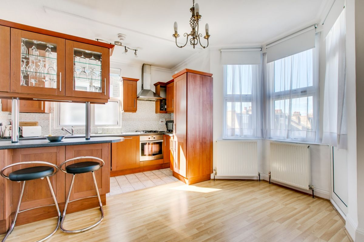 4 Bedroom Flat for sale in Hammersmith, Fulham Palace Road