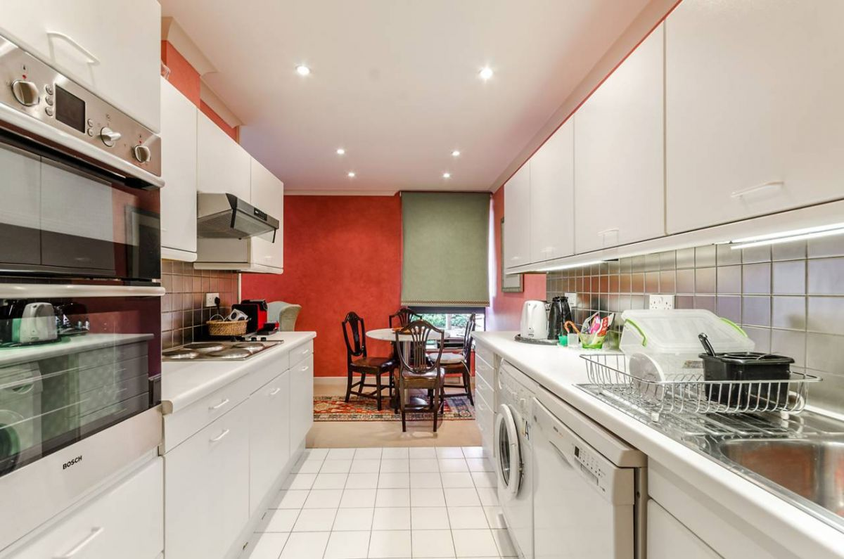 2 Bedroom Flat to rent in Kensington, Scarsdale Place