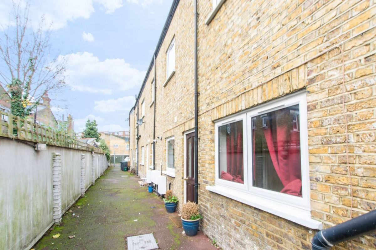 2 Bedroom Terraced for sale in Seven Sisters, Southey Road