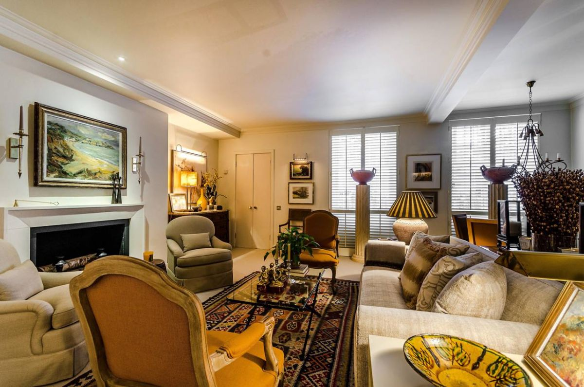2 Bedroom Flat for sale in Earls Court, Nevern Square
