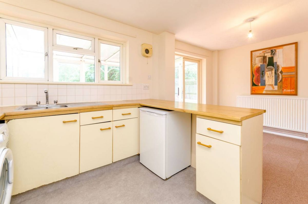 5 Bedroom Semi-Detached for sale in Guildford, Almond Close