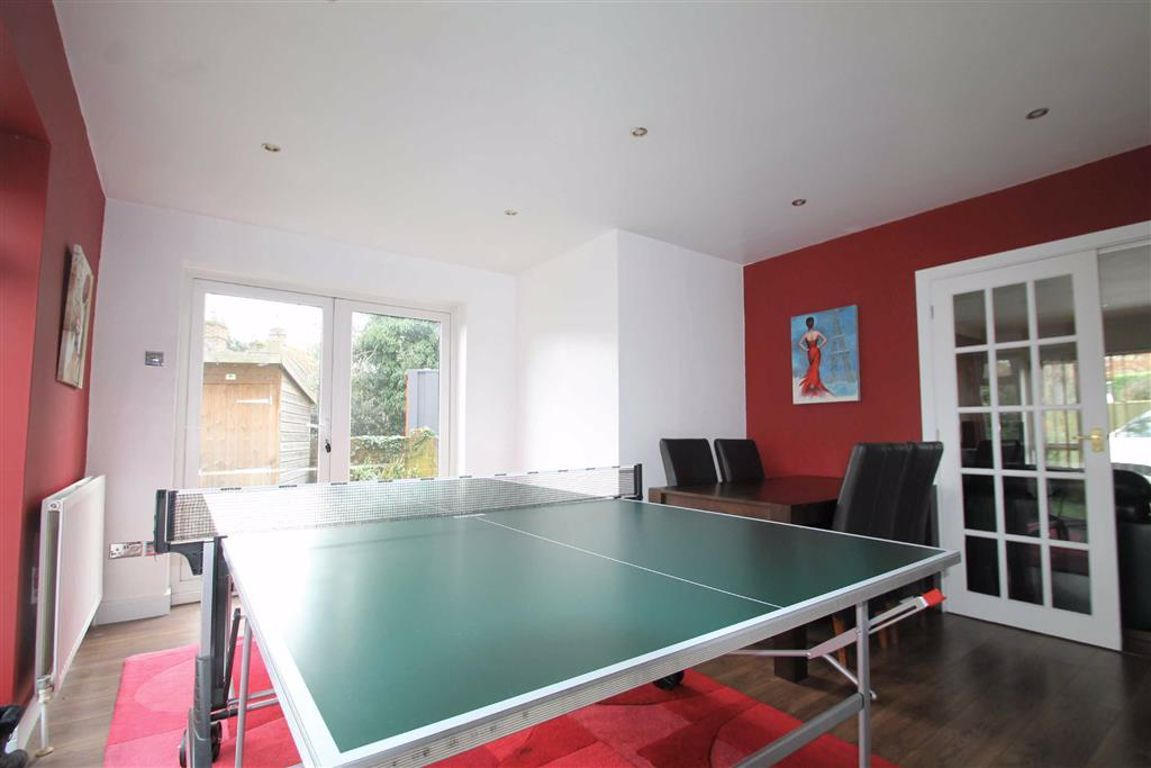 4 Bedroom Detached for sale in Gravesend, Wrotham Road