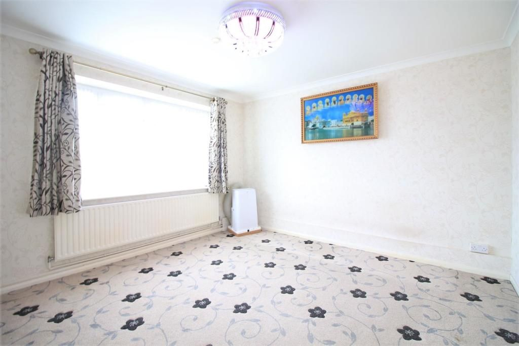 2 Bedroom Apartment to rent in Northolt, Old Ruislip Road