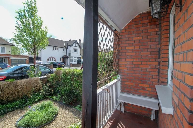 4 Bedroom Semi-Detached for sale in Barnet, Bedford Avenue
